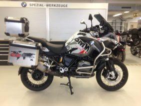 SignatureCD Visits BMW Motorrad
